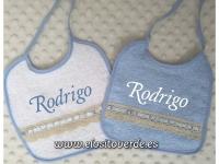2 Baberos azul  cuadrados Rizo Puntilla bordado nombre