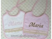 2 Baberos Rosa  cuadrados Rizo Puntilla bordado nombre